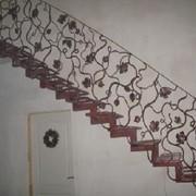 Изготовление и монтаж металлических ограждений, лестниц, решеток, дверей фото