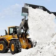 Вывоз снега в городе фото