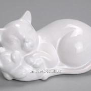 Статуэтка Белая кошка с котёнком фото