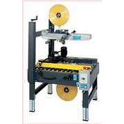 Машины для заклейки картонных коробов клейкой лентой фото