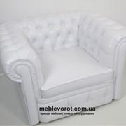 Прокат легендарного классического кресла «Честер» (Chester) белого цвета фото