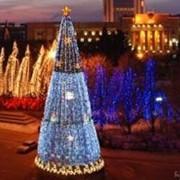 Освещение уличных елок фото