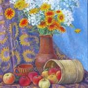 Натюрморт с цветами и яблоками. фото