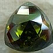 Фианит оливковый фото