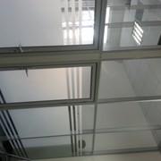 Монтаж алюминиевых стеклянных и глухих перегородок фото