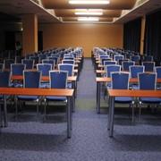 Прокат столов конференционных 130*44 см на хромированных ножках фото