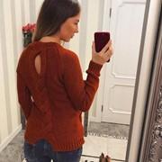 Женский стильный свитер со шлицей на спинке, в расцветках фото