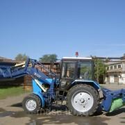 Трактор МТЗ Беларус 80.1 с фронтальным погрузчиком и щеткой фото