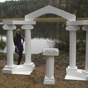 Колонны , арки, камины, столики для выездной регистрации из пенопласта фото