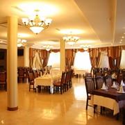 Отель Европа, гостиница, Наши опытные повара с радостью приготовят для Вас широкий выбор кушаний на мангале, с удовлетворением обслуживаем семейные праздники, дни рождения, свадьба, выпускные вечера и т.п. Карпаты, горы, Ужгород фото