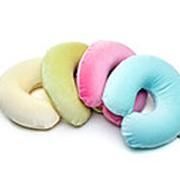 Подушка-рогалик из латекса фото