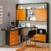 Изготовление компьютерных столов различных форм для дома и офисов. фото