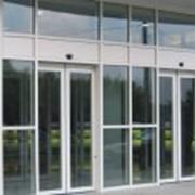 Алюминиевые двери и перегородки фото