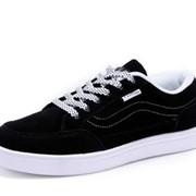 Классическая и спортивная обувь. фото