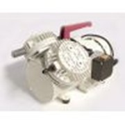 Насос вакуумный мембранный N 035.3 AT.18 IP 20 (27 л/мин, 20 мбар) 33135 фото