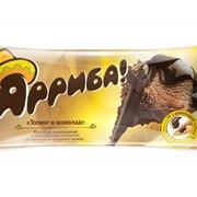 Пломбир шоколадный с шоколадным топпингом в вафельном сахарном рожке в шоколадной глазури «Арриба» фото