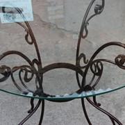 Стекляный кованный стол фото