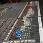 Услуги студий звукозаписи, Звукозапись, Звукозаписывающая студия. фото
