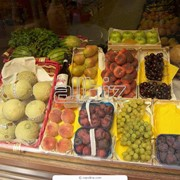 Линия расфасовки и упаковки свежих фруктов и овощей. фото