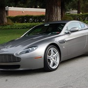 Автомобиль Aston Martin Vantage фото