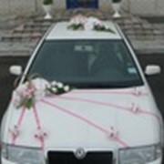 Украшение свадебной машины фото