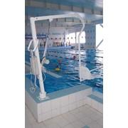 Подъемник для бассейна с гидравлическим приводом фото
