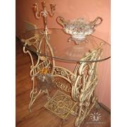 Стеклянный столик с основой из станины от старой швейной машинки фото