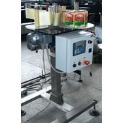 Этикеточная машина автомат для нанесения самоклеющихся этикеток фото