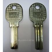 Заготовка для ключей вертикальная 00507 LEX E-30 3 паза 29*8,84*2,3 мм фото