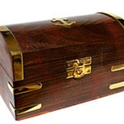 Шкатулка-сундучок среднего размера из палисандра фото