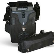 Миниатюрный портативный кислородный концентратор AirSep FreeStyle вырабатывает поток кислорода эквивалентный 3 л/мин, независимым от источника питания в течение 8 часов. фотография
