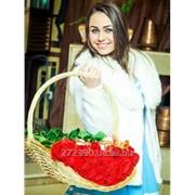 Плетеная корзинка для цветов и подарков фото