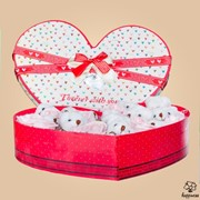 Коробки подарочные Красная коробочка в форме сердца фото
