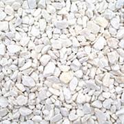 Мраморный щебень 5-20, белый фото