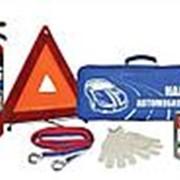 Набор автомобилиста (аптечка, огнетушитель, знак аварийной остановки, трос, перчатки, сумка) фото