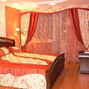 Пошив штор, покрывал, декоративных подушек, чехлов на мебель, столового текстиля фото