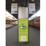 Реклама на перонах ЖД вокзала г. Киев. фото