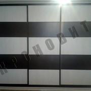 Шкаф-купе с большим количеством полочек фото