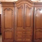 Довоенный шкаф-шифоньер в стиле Луи-15 фото