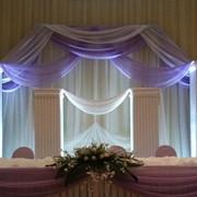 Декор из пенопласта, драппировка тканью, живые цветы Алматы фото