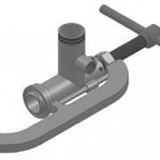 Наполнительная струбцина (FAS 25522) тип FAS-RKSW-III для подключения гибкого соединения (гибкие металлорукава, резинотканевые шланги высокого давления) к ж/д цистернам фото