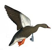 Чучело гуся гуменник летящий, крепеж на палку, подвижные крылья для веревки, пластик, не складной, матовый, 800гр./1шт. фото
