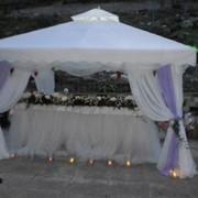 Аренда реквизитов для мероприятий - шатры, стулья, стойки, столы, стулья, фейерверки, пирамида напитков, мальберты фото