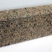 Гранитный бортовой камень фото