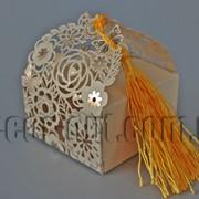 Бонбоньерка с вырубкой цветы кремовая 7х7х7,5см 570793 фото