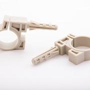 Дюбель-хомут Р-образный (бобёр) для крепления труб PP фото