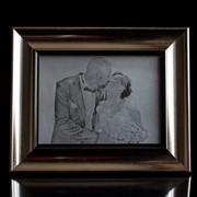 Свадебные фото на стекле при помощи лазерной гравировки фото