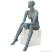 Манекен женский, абстрактный, для одежды в полный рост, цвет серый глянец, сидячий. MD-Glance 09G фото