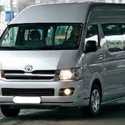 Услуги пассажирских перевозок на микроавтобусе Toyota Hiace фото