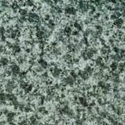 Гранит зеленого цвета с средней зернистостью фото